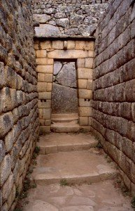 Cité souterraine à Machu Picchu dans LEMURIENS de TELOS sousterraine-193x300