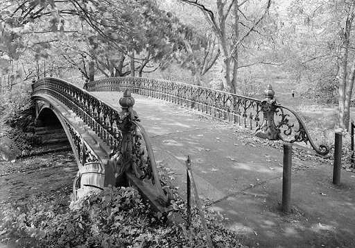 le pont noir et blanc